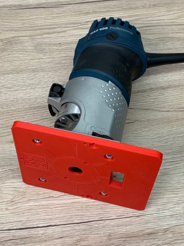 Bosch GKF 600 mit der Mopemaster Frästischplatte in rot